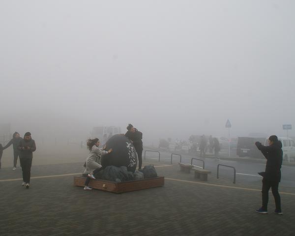 濃霧と強風の大涌谷