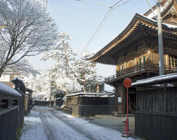 新潟県村上市の黒塀通り
