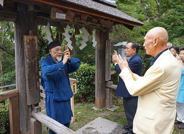 吉水神社の佐藤和彦宮司